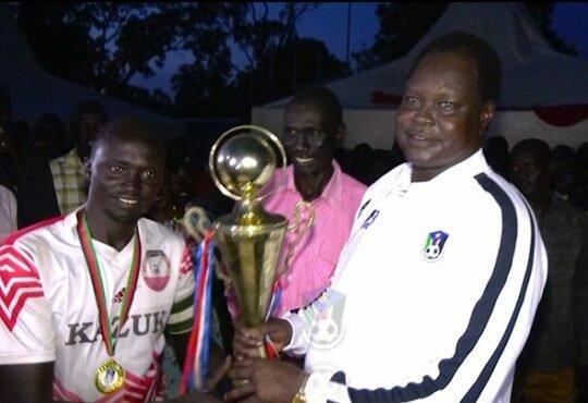 SSFA President Gen. Augustino Maduot Parek hands over the trophy to Zalan Captain. Photo: SSFA